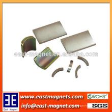 Ampliamente utilizado permanente sinterizado ndfeb arco imán para la venta / personalizado color eléctrico zinc plateado segmento