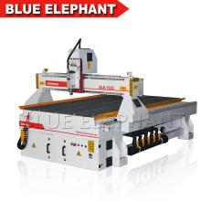 Hochgeschwindigkeits-Holzbearbeitungs-CNC-Graviermaschine auf Förderung