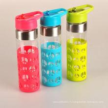 Nouvelle bouteille d'eau de verre sous-zéro couleur personnalisée avec douille en silicone