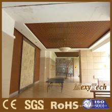 O teto interno da decoração do PVC do plástico de madeira do fornecedor de Foshan, aplica-se igualmente para a sala de exposições cerâmica
