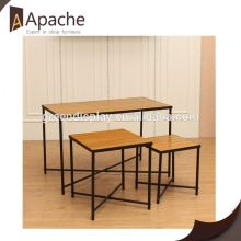 Long lifetime pull pop up display stand