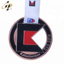 China fabricante liga de zinco personalizado bronze medalha de esportes com fita