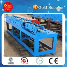 Machine de fabrication de cadre de porte à rouleaux