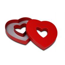 Caixa de presente de casamento coração com janela de coração visível