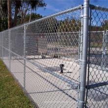 O elo de corrente galvanizado Quente-mergulhado revestiu cercas exteriores do campo de jogos das crianças