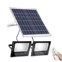 100w200w300w500w Um painel solar com dois holofotes solares