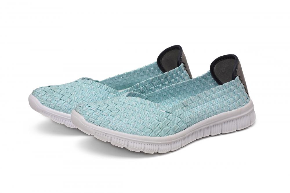 Slightly Curved Head Design Woven Pumps