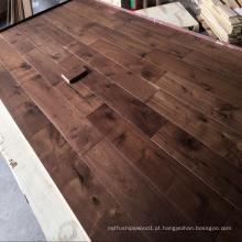 Revestimento de madeira contínua da noz preta