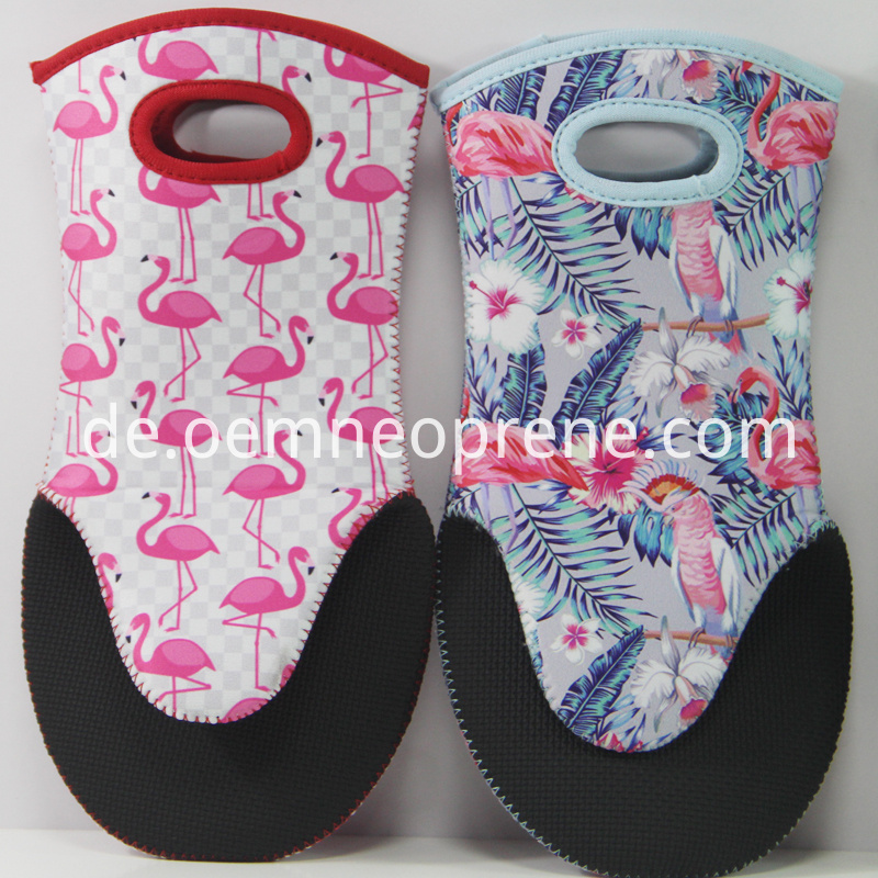 Alt Attractive Flamingo Oven Gloves