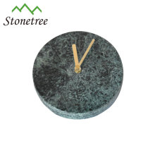 Reloj de pared de piedra decorativa de mármol.