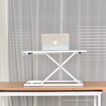 Сидеть-стоять мини-ноутбук стол на регулируемой кровати.