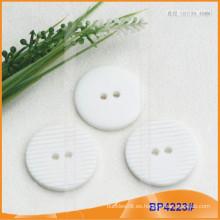 Botón de poliéster / botón de plástico / botón de camisa de resina para el escudo BP4223