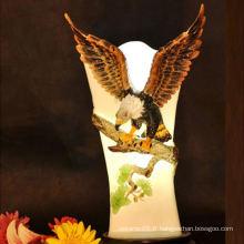 L'aigle est suspendu dans les branches, des peintures en céramique / porcelaine imprimées à la main