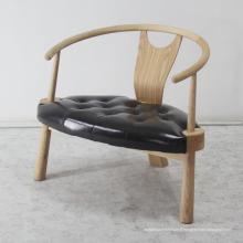 Chaise classique en meuble design à la maison avec pied en bois massif