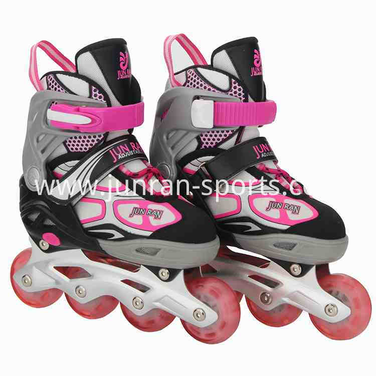 Adjustable roller skating shoes