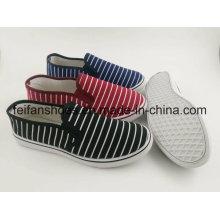 Späteste flache Frauen-Segeltuch-Einspritzungs-Schuhe mit neuem Entwurf, gehende Schuh-Schuhe