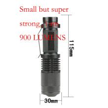 Pequeno mas forte bolso lanterna LED recarregável