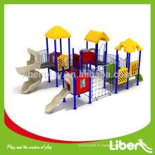 Personnaliser la structure de terrain de jeux préscolaire avec des diapositives en plastique et un cadre d'escalade, un parc d'attractions en plein air Structure de terrain de jeux