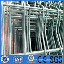 Triangle wire mesh fence for road