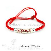 Bracelets en vrac à la chaîne à cordes rouges à la main avec de l'argent