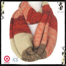 Écharpe en tricot à rayures chaudes