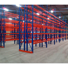 Heavy Duty Warehouse Storage Drive im Palettenregal