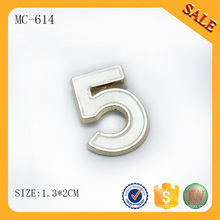 Etiqueta de la ropa del nombre del metal de encargo del color MC614