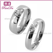Nuevos Productos 2013 Jewelry Fashion Single CZ Classic Domed Anillo de boda de acero inoxidable anillo