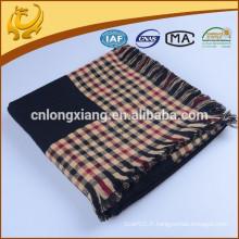 Matière acrylique polyvalente Tissu moussant teint en fil nouveau motif Couvertures texturées de conception