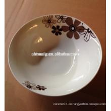tägliches Haushaltsgeschirr mit Porzellanschale