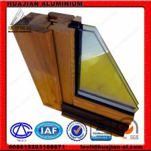 China Janelas e portas de alumínio e de madeira.