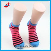 Primavera colorida listra padrão tornozelo meias para meninas bonitas, barato para atacado