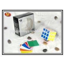 El intelecto al por mayor juega el cubo cuadrado mágico del rompecabezas