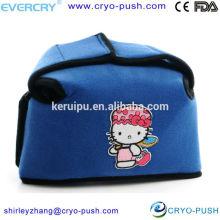 Los niños usan fiebre compresa fría