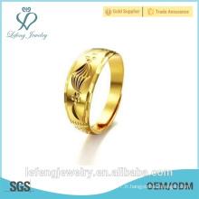 Anneaux de fiançailles plaqués or ornés de haute qualité