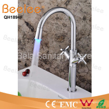 LED de cuerpo alto Dule Corss Handle color Kitchen Sink Faucet