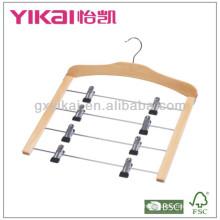 Компактная деревянная вешалка для одежды