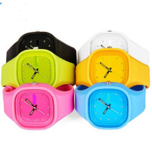 Yxl-104 Promotional Fashion Wrist Watch Women Silicone Candy Color Ladies Jelly Watch Gift Sport Men′s Watch Clock