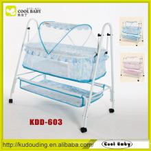 Hersteller Tragbares Leichtes Swing Babybett mit Moskitonetz und Aufbewahrungskorb Schaukelbett für Baby Cradle