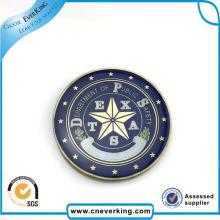Круглый металлический значок с логотипом