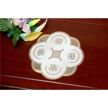 O Tablemat do laço do PVC do ouro da forma redonda de 40cm Waterproof a característica