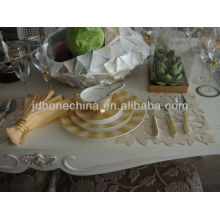 Tenedor palillos almuerzo desayuno ronda decalera tazón y cuchara queso tabla vajilla