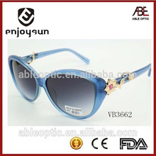 2015 lady top fashion custom logo sunglasses with nice flower decorated hinge
