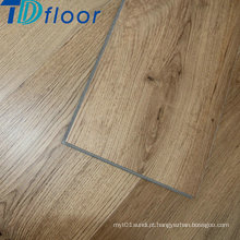 Assoalho de madeira da prancha do vinil da superfície da madeira com projeto do clique