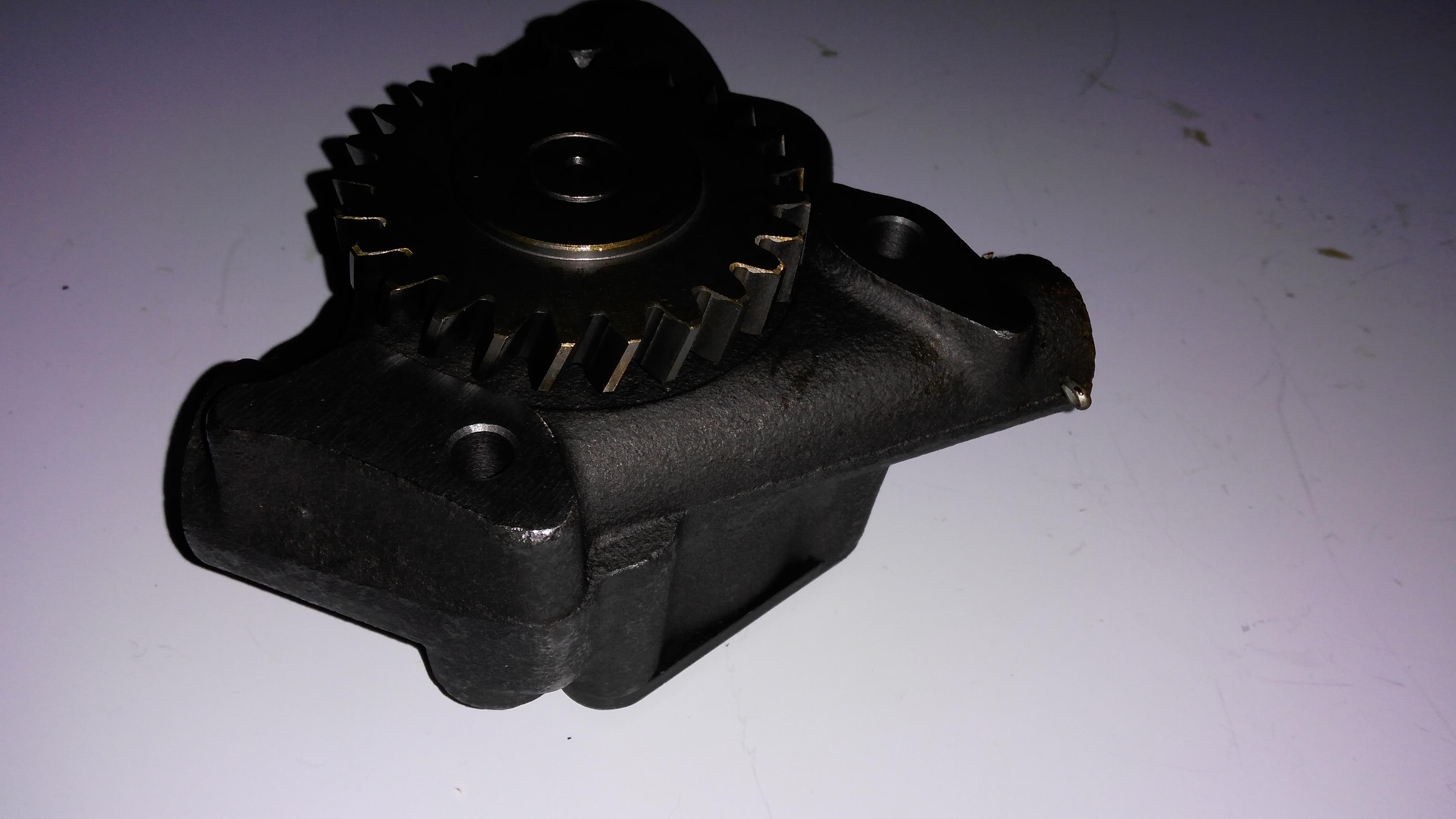 F6L913 oil pump 3