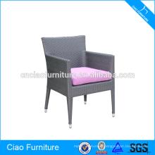 Chaise de bras en osier de meubles de patio