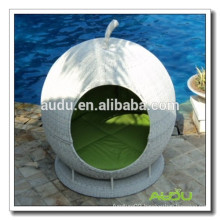 Outdoor White Apple Daybed