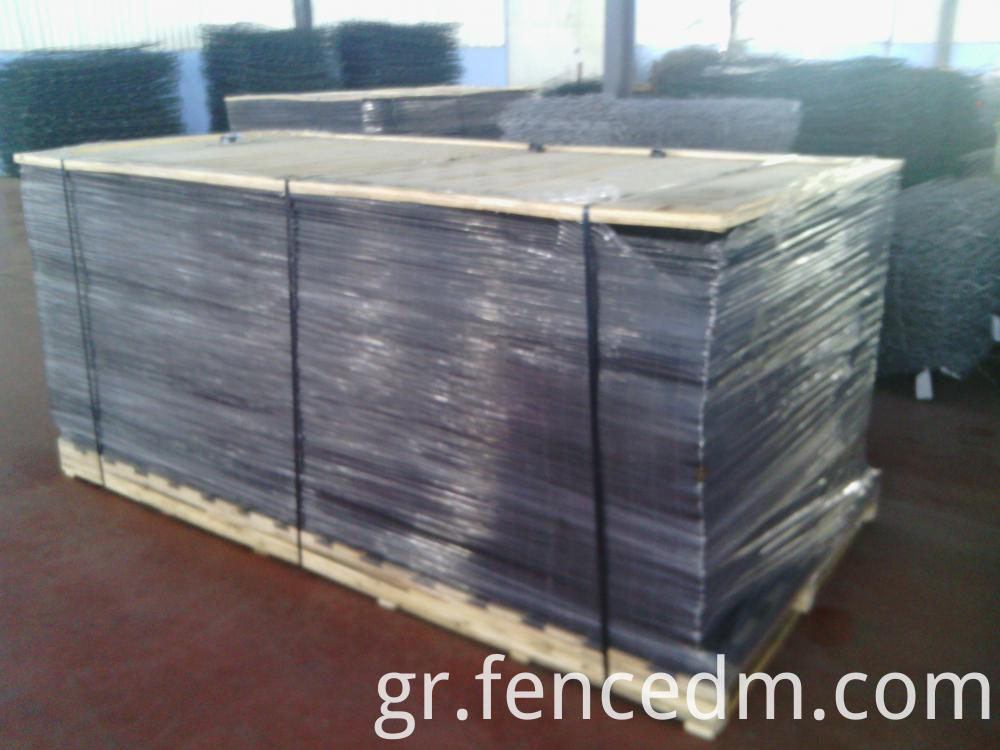 welded wire mesh fence in pallet