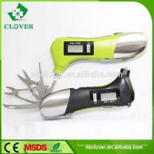 Con el cuchillo, la linterna y el martillo salvavidas el mejor calibrador de presión de neumático del coche