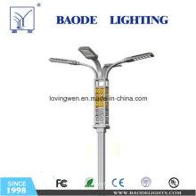 Poste de iluminación con brazo de acero galvanizado